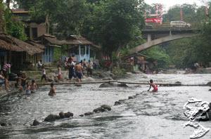 Dinginnya Sungai Sembahe Sibolangit